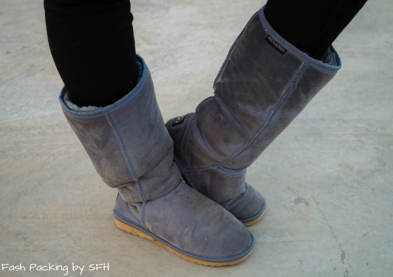 Fash Packing by Sydney Fashion Hunter: Black, White & Blue: Fresh Fashion Linkup 52 - Blue Ugg Boots