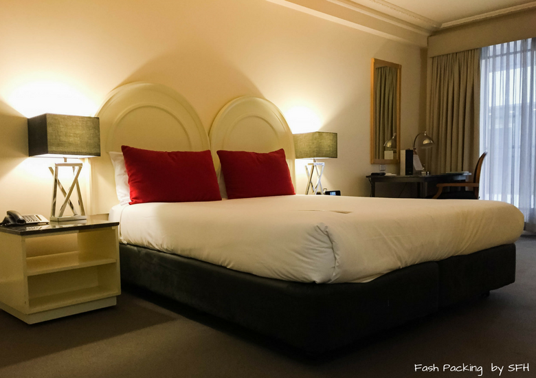Fash Packing by SFH: Vibe Savoy Melbourne Hotel Review - Bedroom