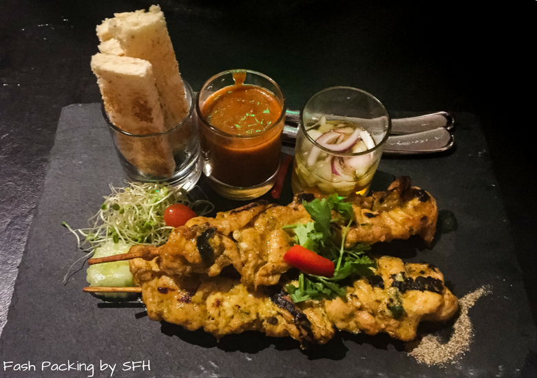 Fash Packing by Sydney Fashion Hunter: Noi Thai Cuisine Waikiki Hawaii - Chicken Satay