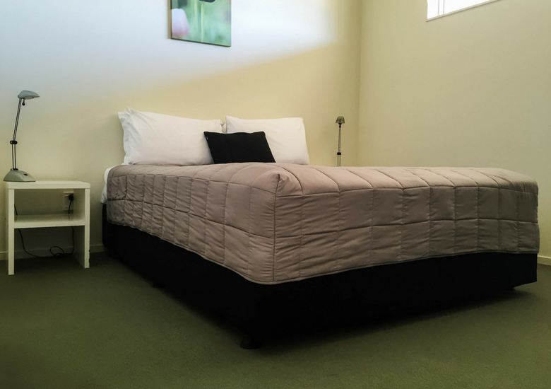 Fash Packing by SFH: Beachside Resort Whitianga New Zealand - Bedroom