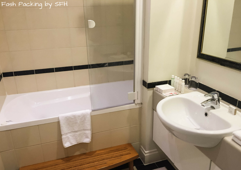 Fash Packing by SFH: CityLife Auckland Review - Bathroom