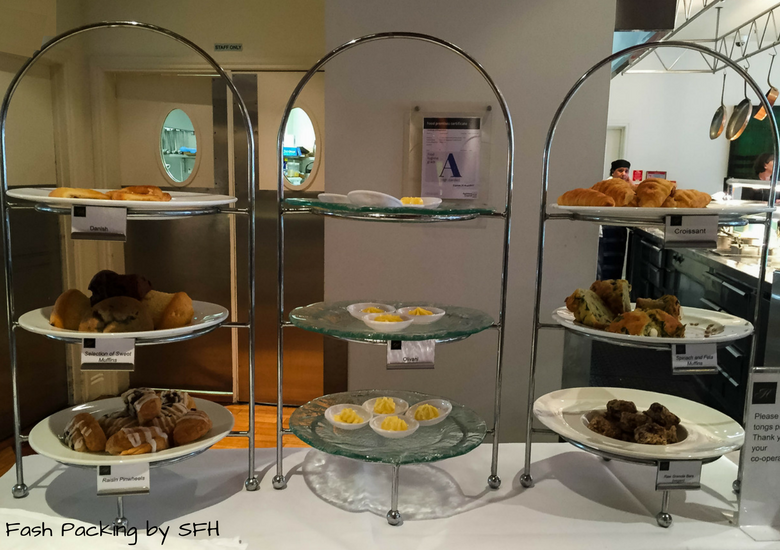 Fash Packing by SFH: CityLife Auckland Review - Breakfast Bakery