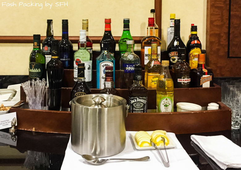 Fash Packing by SFH: Emirates A380 First Class Review - Auckland International Airport Emirates Lounge - Bar