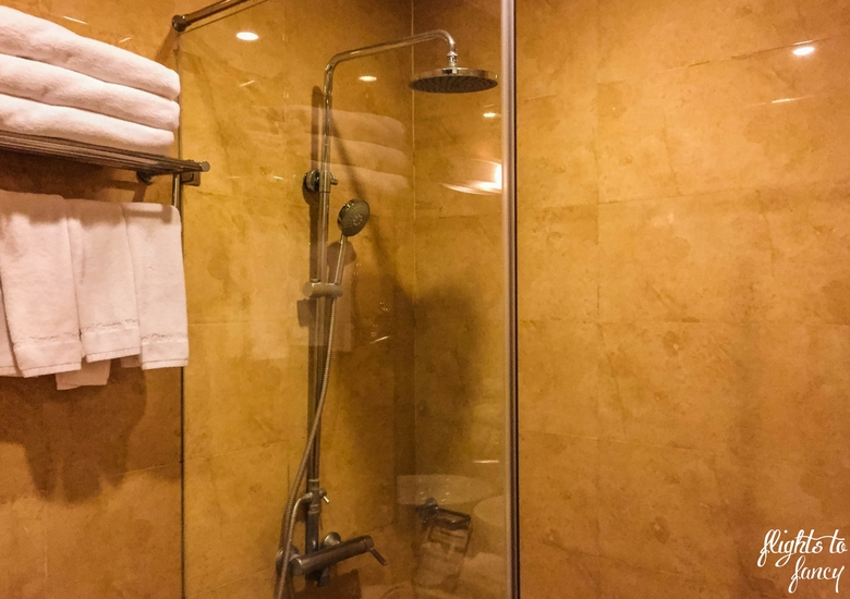 Flights To Fancy: Hanoi Glance Hotel Review - Shower