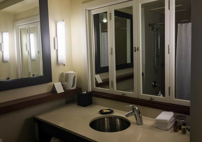 Fash Packing by Sydney Fashion Hunter: Sheraton Waikiki Review - Bathroom