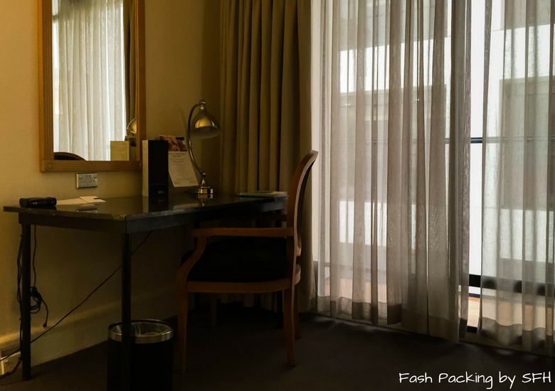 Fash Packing by SFH: Vibe Savoy Melbourne Hotel Review - Desk