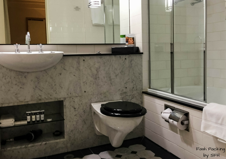 Fash Packing by SFH: Vibe Savoy Melbourne Hotel Review - Bathroom