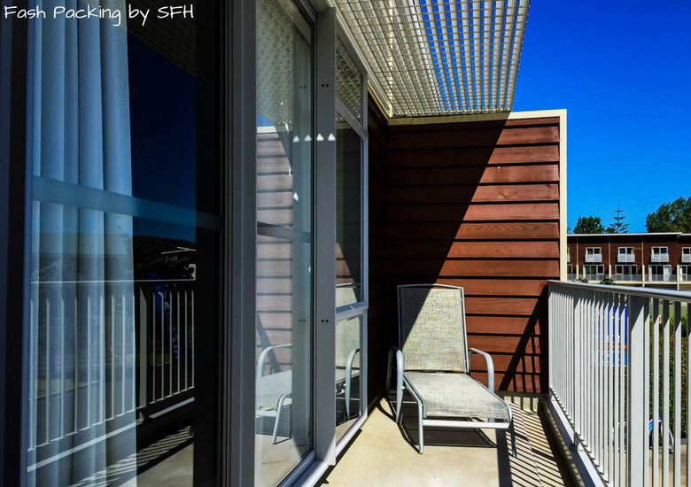 Fash Packing by SFH: Beachside Resort Whitianga New Zealand - Balcony
