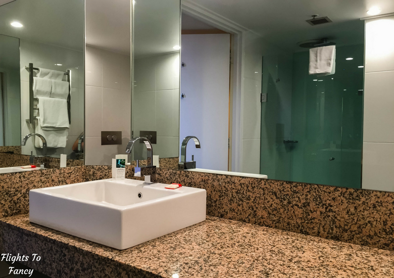 Flights To Fancy: Grand Chancellor Hotel Hobart - Bathroom