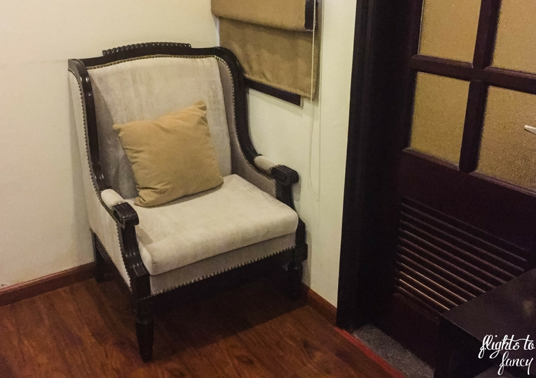 Flights To Fancy: Hanoi Glance Hotel Review - Chair