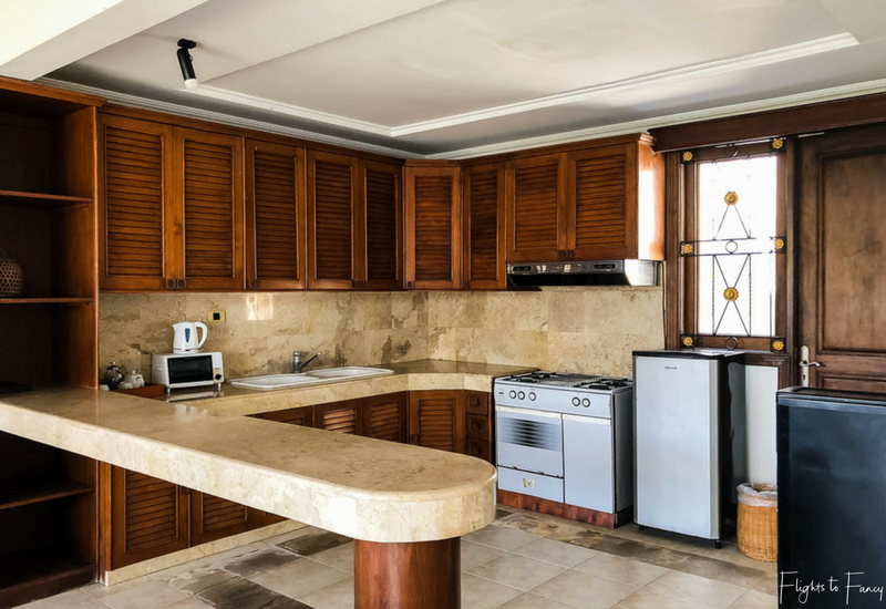 The Club Villas Seminyak: Kitchen in 2 bedroom villa Seminyak