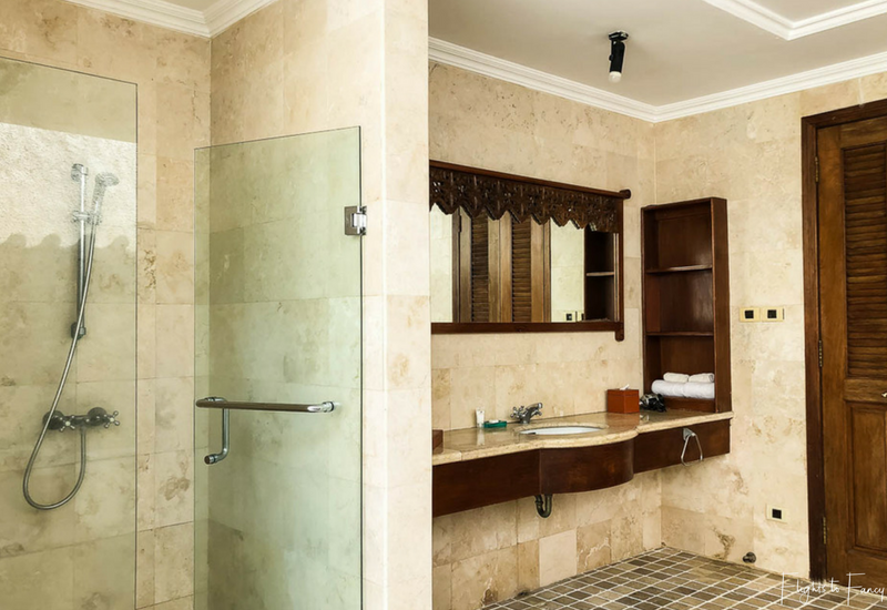 The Club Villas Seminyak: Shower & Vanity in our 2 bedroom villa Seminyak