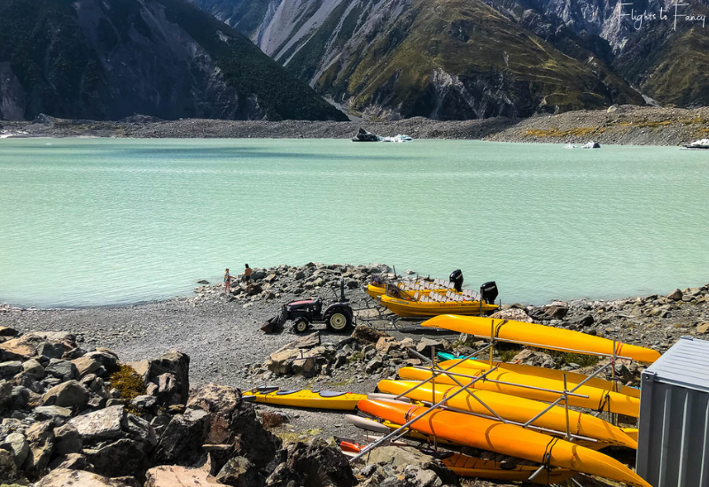 Mount Cook Walks: Kayaks on Tasman lake